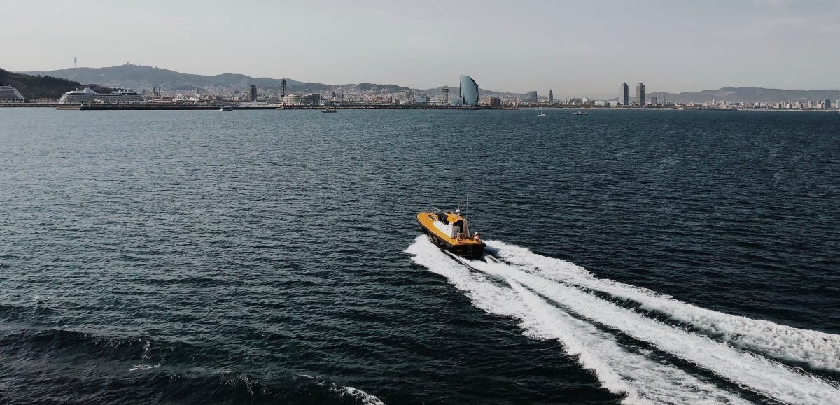 Hydrofoil Boat at high speed in spaign